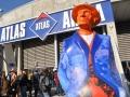 Posąg Juliana Tuwima przed wejściem na festiwal