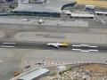 Lądowanie samolotu na lotnisku North Front.