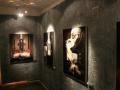 Ściany zdobią płótna nie tylko samego Gigera, ale innych szalonych artystów, których prace Szwajcar kupował.
