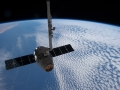Smok dokuje do ISS